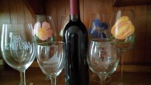 Leslie's VA Wine Glass Pic